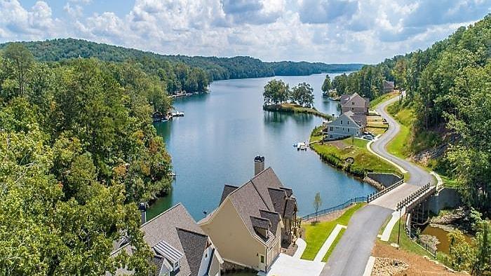 Lake Arrowhead showcase homes offer glimpse of resort...